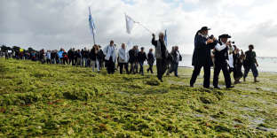 Manifestation, le 18 septembre 2011 sur la plage de Cap Coz à Fouesnant, pour protester contre la prolifération des algues vertes sur les plages bretonnes.