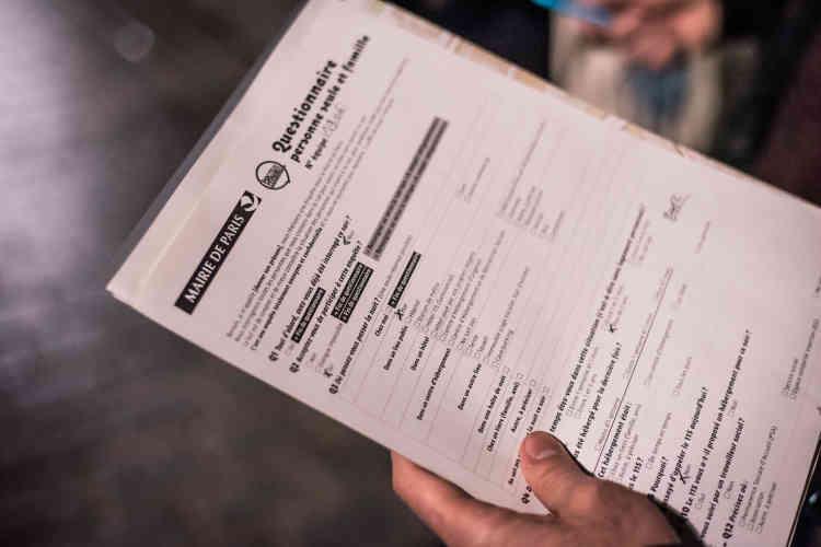 Au-delà du recensement quantitatif, un questionnaire non obligatoire et anonyme permet également d'«améliorer la connaissance des profils»des personnes sans abri. Ces fiches sont complétées au fur et à mesure des rencontres par les bénévoles.