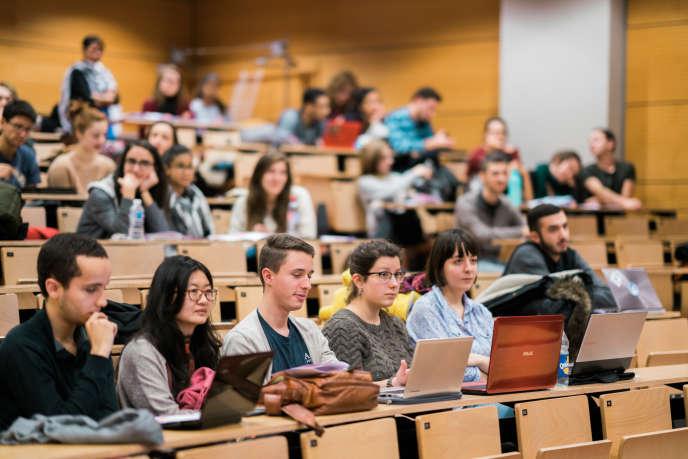 Un cours d'amphi à l'EM Strasbourg Business School.