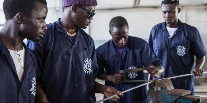 Des élèves du lycéed'enseignement technique et de formation professionnelle de Thiès, au Sénégal, en octobre 2017.