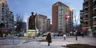 Une statue du Prince Lazar, seigneur serbe du XIVe siècle, au centre-ville de Mitrovica, au nord du Kosovo, le 7 février.
