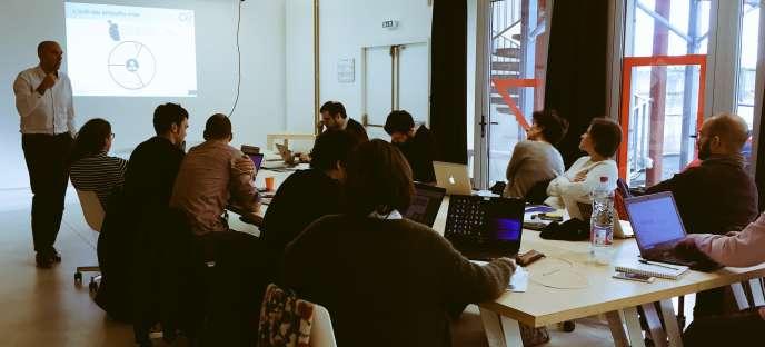 Premier atelier en groupe sur l'entrepreneuriat pour les septporteurs de projet de l'incubateur NMcube, à Nantes, le 30 janvier.