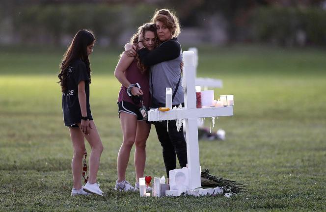 Hommage aux victimes de la tuerie du lycée Marjory-Stoneman-Douglas, à Parkland, le 16 février.