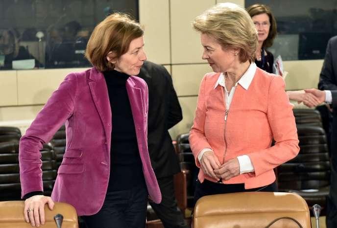 La ministre française de la défense, Florence Parly, et son homologue allemande, Ursula von der Leyen, au siège de l'OTAN, à Bruxelles, le 15 février.