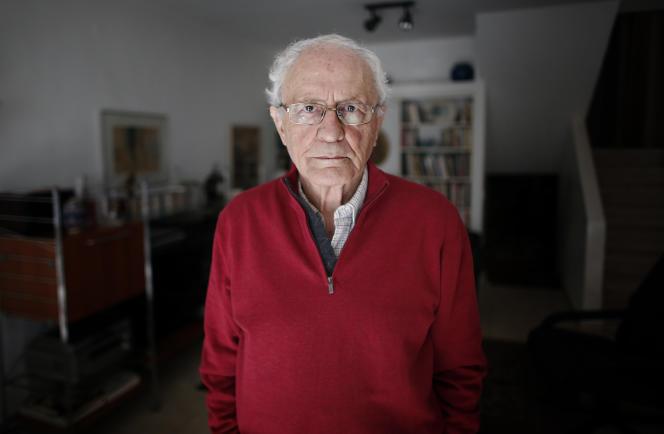 Zeev Sternhell (historien, membre de l'Académie israélienne des sciences et lettres, professeur à l'Université hébraïque de Jérusalem, spécialiste de l'histoire du fascisme).