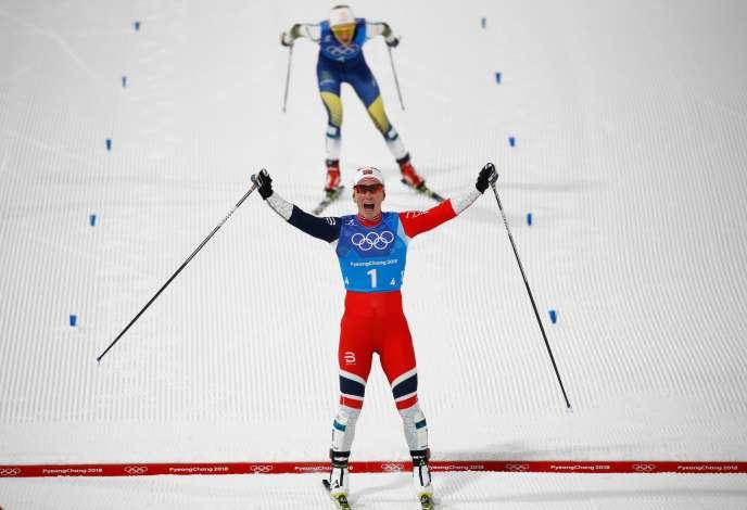 Marit Bjorgen remporte avec la Norvège la médaille d'or en relais 4 x 5 kilomètres, le 17 février 2018.AFP / Odd ANDERSEN