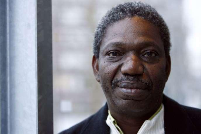 Idrissa Ouedraogo, à Paris, le 17 janvier 2008.Le cinéaste burkinabé est mort le 18 février à l'âge de 64 ans.