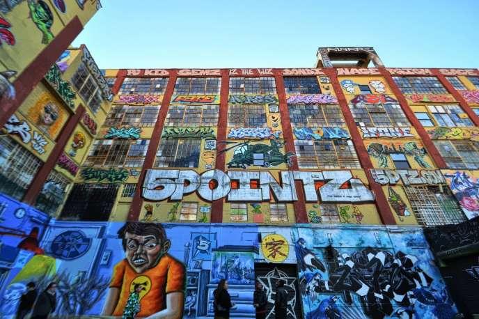 Une des façades recouvertes de graffitis de« 5Pointz» à New York.