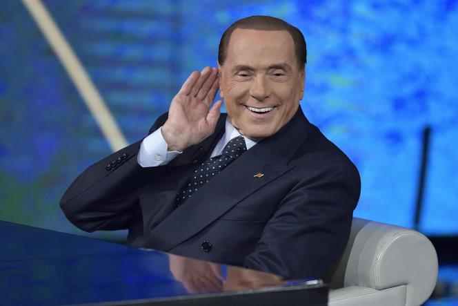 Silvio Berlusconi sur le plateau de l'émission« Che tempo che fa», sur la Rai, à Milan, le 18 février.