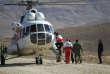 Un hélicoptère pendant les recherches de l'avion iranien disparu, le 19 février 2018.