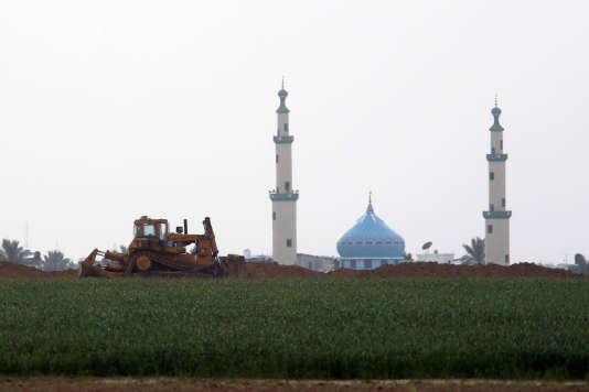 Un bulldozer israélien près de la frontière avec la bande de Gaza, le 17 février.