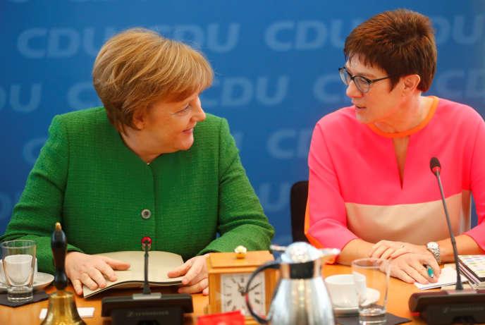 La chancelière allemande, Angela Merkel, et la ministre-présidente de la Sarre, Annegret Kramp-Karrenbauer, à Berlin, le 19 février.