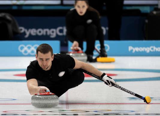 Le curleur russe Alexandre Krouchelnitski avait, avec sa femme, remporté le bronze au concours mixte de curling à Peyongchang.