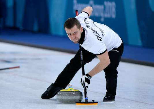Le curleur russe Aleksandr Krushelnitckii, contrôlé positif au meldonium, a perdu sa médaille de bronze ainsi que le reste de l'équipe russe de curling mixte.