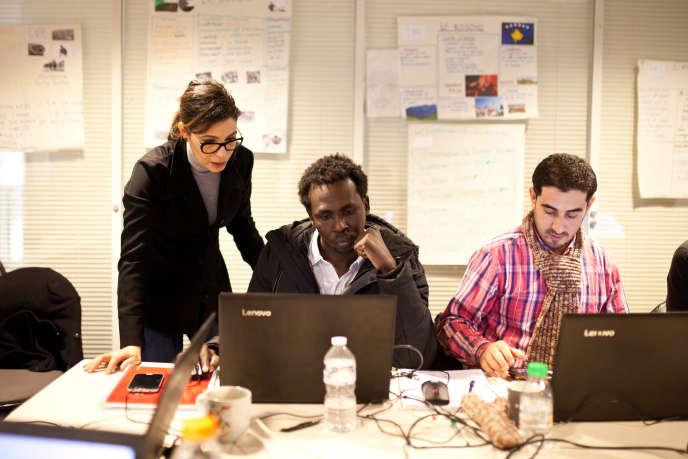 Un réfugié soudanais suit un cours de bureautique, dans le cadre d'un dispositif soutenu par Pôle Emploi, à Vichy, le 31 janvier 2018.