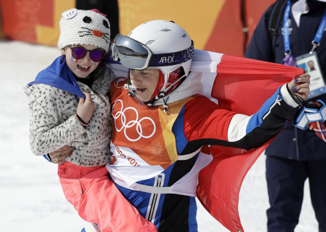 Marie Martinod avec sa fille, Melirose, aux Jeux olympiques de Pyeongchang, le20février 2018.