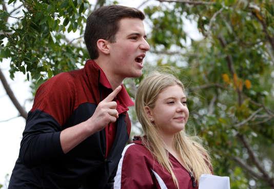 Cameron Kasky, lycéen de 17 ans, a lancé le slogan #NeverAgain, deux jours après la tuerie du lycée Marjory Stoneman Douglas.
