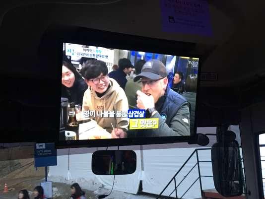 Reportage se moquant des difficultés d'adaptation des étrangers à la gastronomie locale.