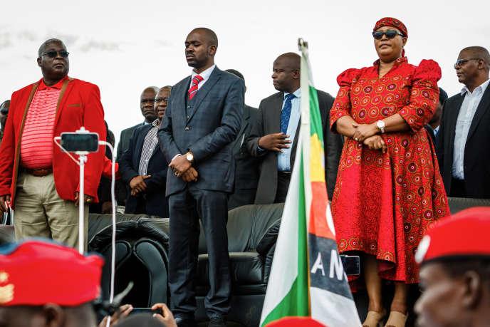 Présents aux funérailles de Morgan Tsvangirai le 20 février 2018, les trois vice-présidents du Mouvement pour le changement démocratique (MDC), créé en 1999 par l'opposant au régime de Robert Mugabe, se disputent pour sa succession.