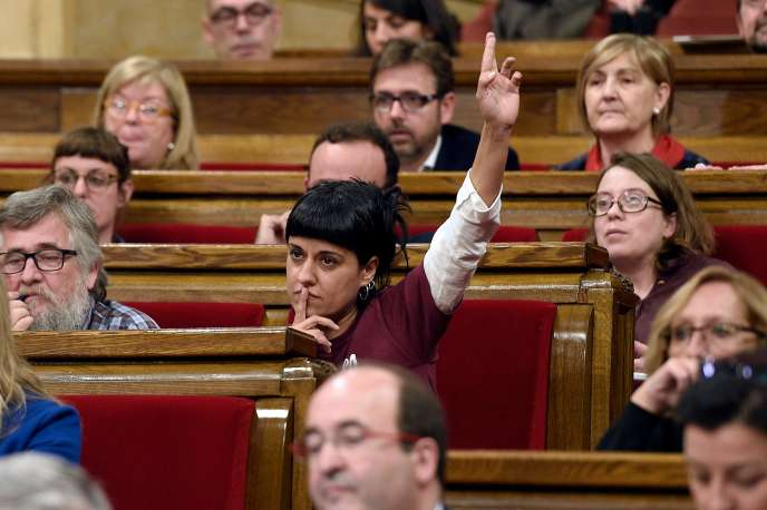 Le 22 mars 2017, Anna Gabriel au Parlement catalan.