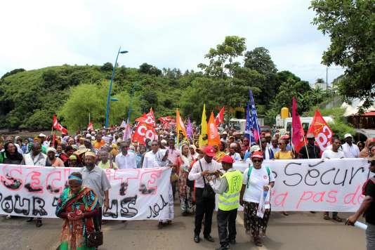 Au moins 3.000 personnes défilent à Mamoudzou — Insécurité à Mayotte