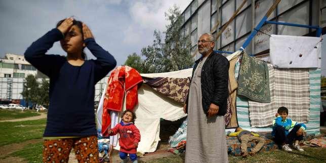 Une famille de Palestiniens vivantsous une tente,après avoir quitté son logement faute de pouvoir payer le loyer, le 12 février, à Gaza.