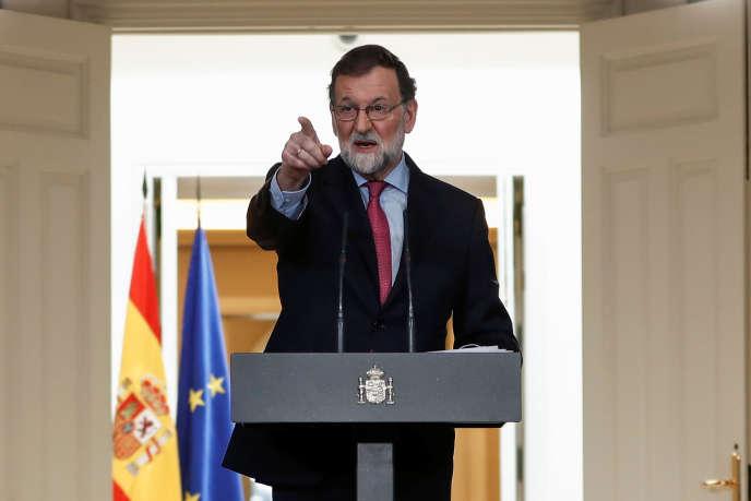 Mariano Rajoy, lors d'une conférence de presse à Madrid, le 29 décembre 2017. Le premier ministre espagnol a promis de porter le salaire minimum de 858 euros à 990 euros par mois en 2020.
