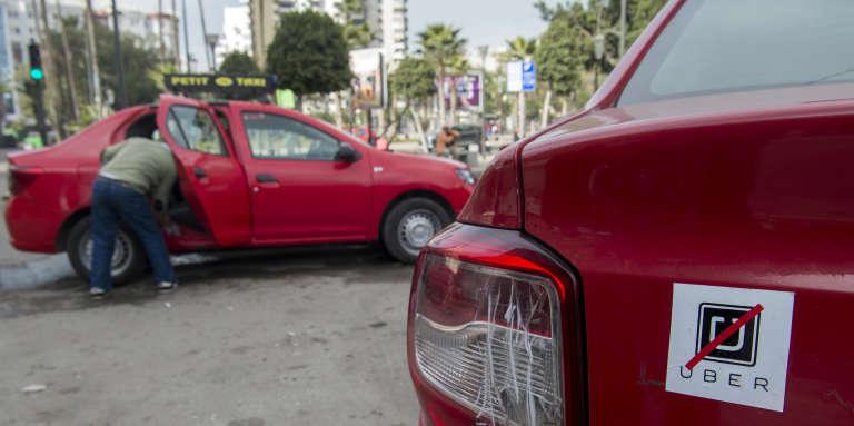 Des taxis opposés à l'implantation d'Uber au Maroc, à Casablanca, le 6janvier 2017.