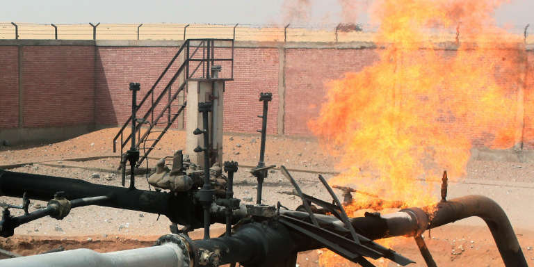 Un gazoduc, en partie saboté, dans la région du Sinaï, en Egypte, en avril 2011.