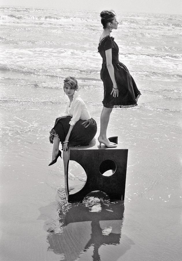 Dorothy Walsh et Germaine Blondel pour « Elle », Saintes-Maries-de-la-Mer, 1960.