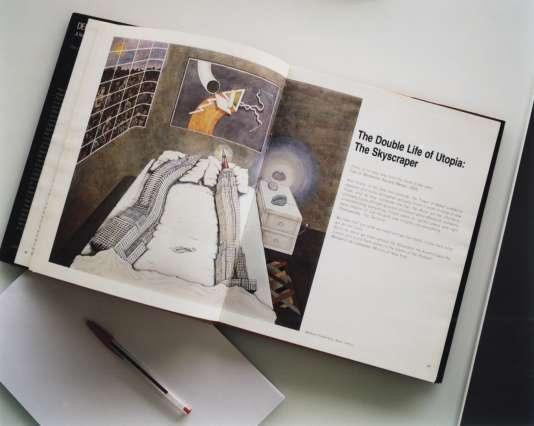 Le best-seller de Rem Koolhaas,«New York Délire», et un de ses fameux stylos Bic rouges.
