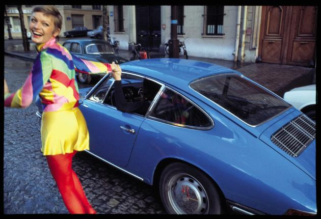 Birgit Larsen en Dorothée Bis pour« Elle», Paris, 1971.