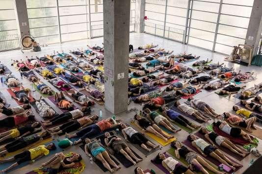 Un «bain de gong», lors de la Journée mondiale du yoga, à Nantes, en 2017.