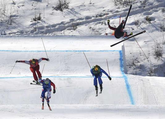 Christopher Del Bosco s'est fracturé le bassin après une chute spectaculaire lors de l'épreuve de skicross.