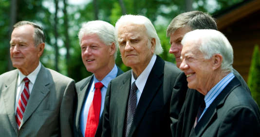 En2007, lors de l'inauguration de la bibliothèque et du musée Billy Graham à Charlotte, trois anciens présidents étaient présents: George H.W. Bush, Jimmy Carter et Bill Clinton.