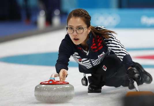La « skip» (capitaine) de l'équipe de Corée du Sud, Kim Eun-jung, est devenue l'une des figures de ces Jeux olympiques.