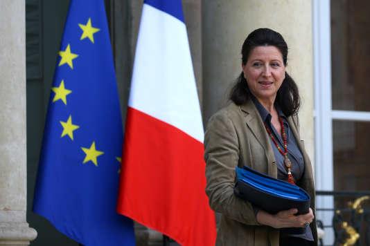 Agnès Buzyn, sur le perron du palais de l'Elysée, en février.