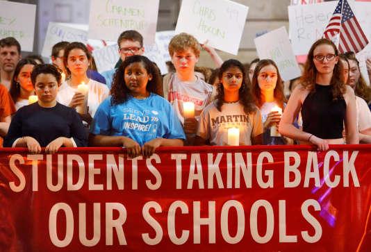 Minute de silence à la mémoire des victimes du lycée Marjory Stoneman Douglas, à Raleigh, en Caroline du Nord, le 20 février.