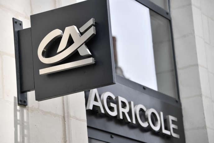 Devant une agence Crédit agricole à Nantes, en juin 2017.