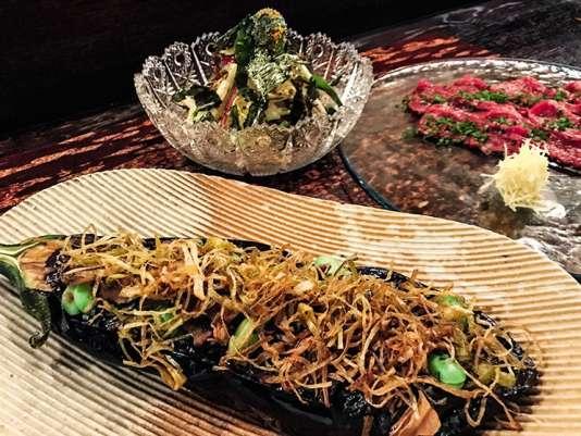 L'aubergine confite dans sa sauce miso rouge.