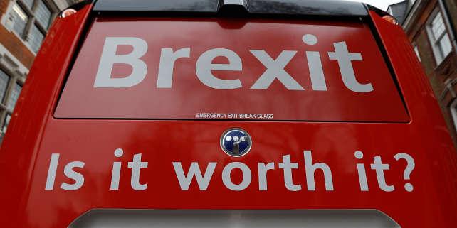 Le groupe anti-Brexit «Is it worth it?» («Est-ce que ça vaut le coup ?») lance une campagne d'une semaine à travers le Royaume-Uni, le 21 février 2018.