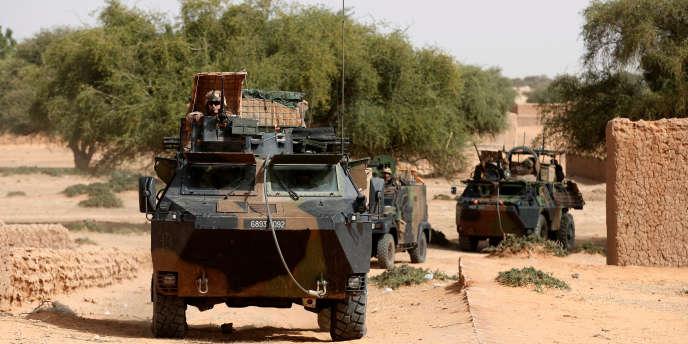 Une patrouille de l'opération française « Barkhane», à Tin-Hama, dans la région de Gao, au Mali, en octobre 2017.