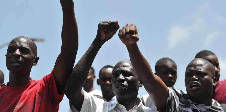 Des citoyens kényans manifestent contre la fermeture par le gouvernement de trois chaînes de télévision, le 5février 2018, à Nairobi.