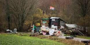 """L'entrée du """"Bois"""", quartier général des opposants """"zadistes"""" au projet de centre d'enfouissement, dans la forêt aux alentours de Bure, le 29 janvier."""