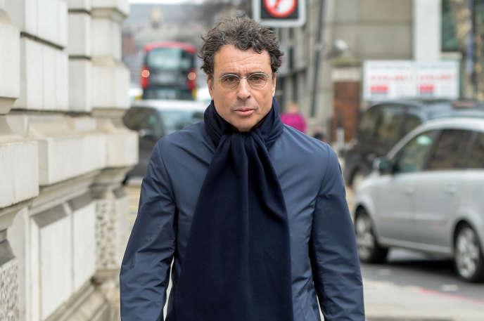 Alexandre Djouhri quitte le tribunal, à Londres, le 22 février 2018.