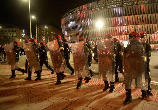 Des effectifs policiers de Bilbao avaient été multipliés en prévision de débordements avant le match opposant l'Athletic Bilbao au Spartak Moscow.