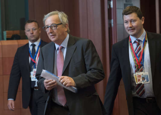 Le président de la Commission européenne, Jean-Claude Juncker, et Martin Selmayr, son directeur de cabinet d'alors, à Bruxelles, en 2015. M. Selmayr a été nommé secrétaire général de la Commission.