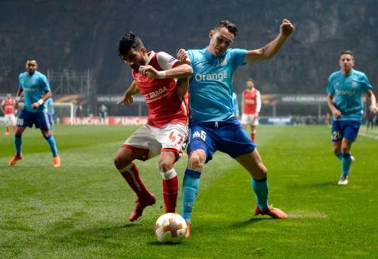 Echange tendu entre l'attaquant de Braga Ricardo Esgaio et le milieu de terrain marseillais Lucas Ocampos, jeudi soir.