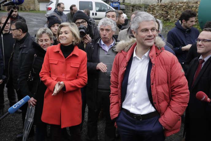La présidente de la région Ile-de-France, Valérie Pécresse, aux côtés du chef du parti Les Républicains, Laurent Wauquiez, au hameau de Saillancourt, à Sagy (Val-d'Oise), le 31 janvier 2018.