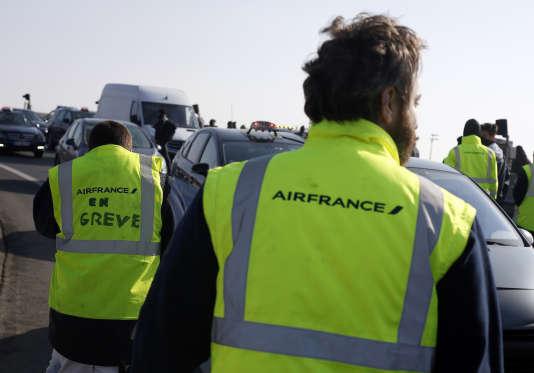Des employés d'Air France avaient manifesté sur l'autoroute menant à l'aéroport de Roissy-Charles de Gaulle, au nord de Paris, lors de la journée de grève du 22 février.